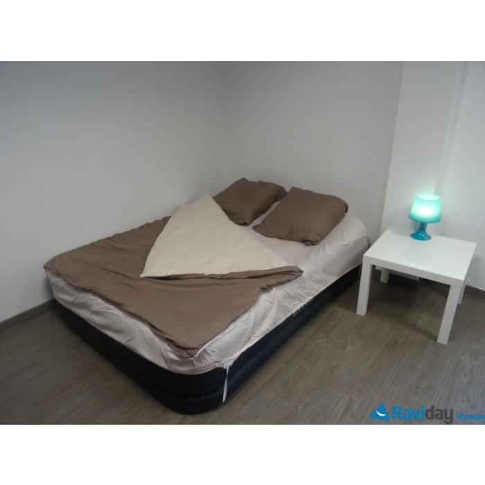 combicouette bleu calin pour matelas gonflable 2 places pralin beige raviday matelas. Black Bedroom Furniture Sets. Home Design Ideas