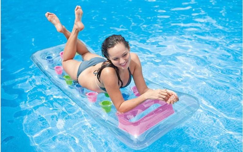 Matelas pneumatique pour la piscine